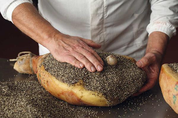 Prosciutto Toscano DO pepe