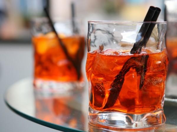Rinfrescante, colorato, veloce da preparare, lo Spritz rappresenta l'aperitivo più amato in estate.