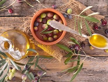 olio-olive-foglie