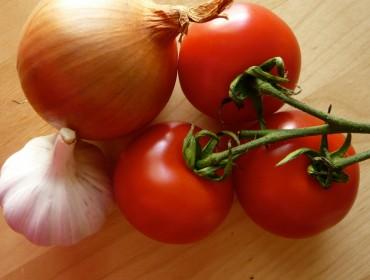 soffritto-cipolla-aglio-sugo-pomodoro-cuore